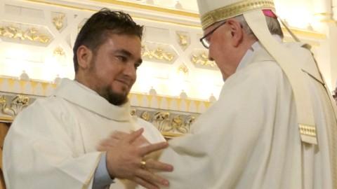 Fernando Moreno ordonné prêtre pour l'Église de Sainte-Anne-de-La-Pocatière