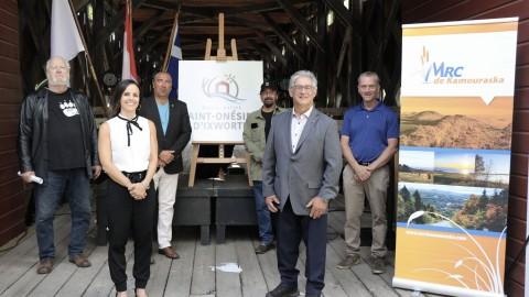 Les citoyens de Saint-Onésime-d'Ixworth se réunissent pour fêter les 100 ans du Pont du Collège