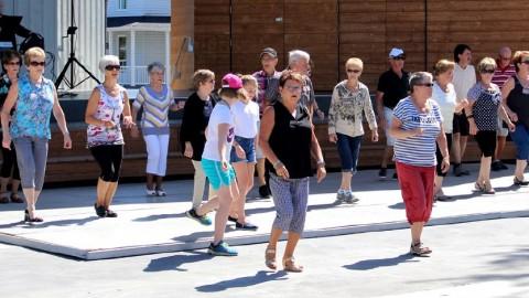 Un après-midi dansant à place Montel pour terminer l'été du bon pied