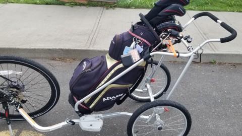 L'utilisation de la remorque à sac de golf pour vélo est acceptée au Club de golf Trois-Saumons