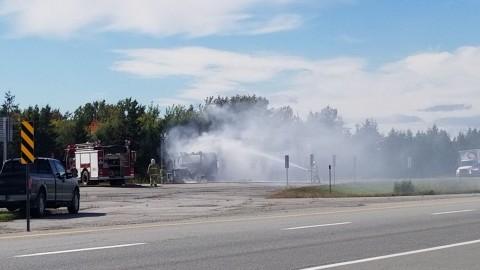 Un camion-remorque en feu provoque un bouchon de circulation de plus de 2 KM sur l'autoroute 20 à Saint-Vallier