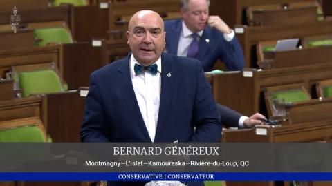Bernard Généreux dépose la pétition e-2943 de plus de 30 000 signatures