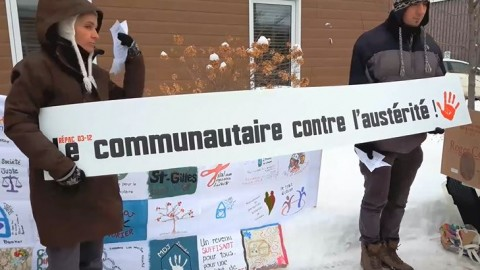 Les organismes communautaires manifestent devant le bureau de Norbert Morin