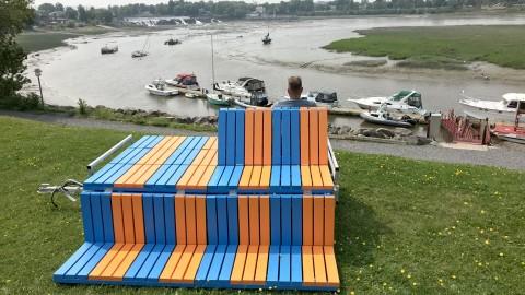 L'œuvre nomade « Va-et-vient » de José Luis Torres installée devant la marina de Montmagny